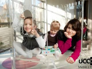 Zamek z akrylu UCCOI® jako unikatowe miejsce zabaw dla dzieci Nowoczesny pokój dziecięcy od UCCOI® producent mebli i dekoracji z plexi Nowoczesny