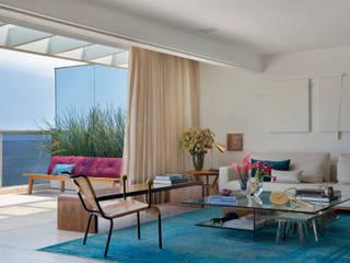Living room by Hobjeto Arquitetura, Minimalist