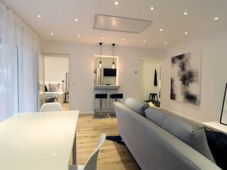 Home Staging Kleinwohnung: industriell  von StageBella,Industrial