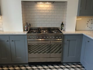 Kitchen - Cooker: classic Kitchen by Absolute Project Management