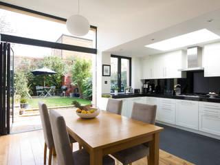 Cozinha aberta para sala: Cozinhas modernas por Architect Your Home