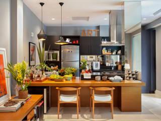 COBERTURA LAGOA RODRIGO DE FREITAS Angela Medrado Arquitetura + Design Cozinhas modernas Madeira Preto