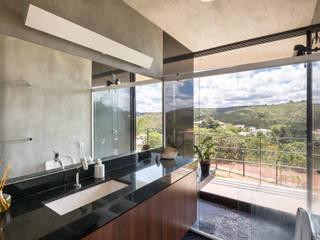 Modern bathroom by Joana França Modern