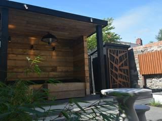 Garden shelter Robert Hughes Garden Design Minimalist style garden