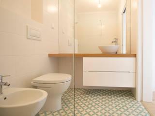 Casas de banho escandinavas por homify Escandinavo