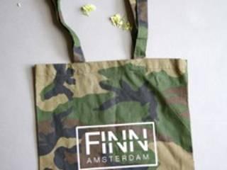 Katoenen tassen:  Kleedkamer door Finn Amsterdam