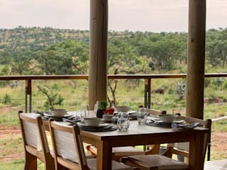 Mhondoro, een Lodge in Zuid-Afrika:  Terras door All-In Living