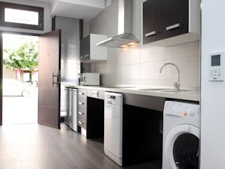 Modern kitchen by Mohedano Estudio de Arquitectura S.L.P. Modern