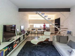 CASA PINHEIROS Salas de estar modernas por ivan ventura arquitetura Moderno