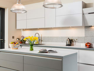 Laser laminate door in Satin and Mineral Grey Cocinas de estilo moderno de Eco German Kitchens Moderno