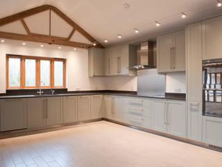 Mudwell Barn - Essex - R. E. Butler Construction:  Kitchen by en masse bespoke