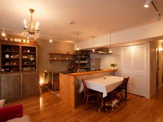 カフェスタイルなキッチンを囲んで・・・: 株式会社スタイル工房が手掛けたです。