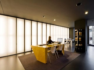 Modern Study Room and Home Office by Atelier fernando alves arquitecto l.da Modern