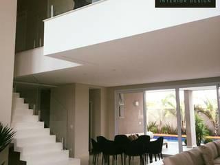 AD | House: Salas de estar  por Aline Dinis Arquitetura de Interiores