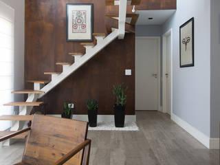 Rustic style living room by RAFAEL SARDINHA ARQUITETURA E INTERIORES Rustic