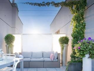 Mieszkanie 45m2 Nowoczesny balkon, taras i weranda od BIZZON ARCHITEKTURA WNĘTRZ Nowoczesny
