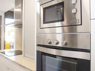Grupo Inventia Cocinas de estilo moderno Hierro/Acero Metálico/Plateado