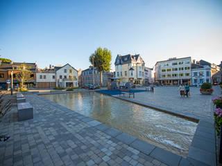 """Aménagement urbain """"Klötzerbahn"""", Eupen: Lieux d'événements de style  par artau architectures"""