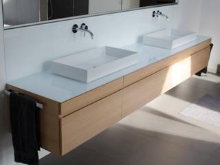 Waschtisch in Hemlock : moderne Badezimmer von stilfabrik GmbH