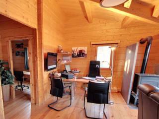Exposición de casas de madera Estudios y despachos de estilo rústico de CASAS DE MADERA CUNI Rústico