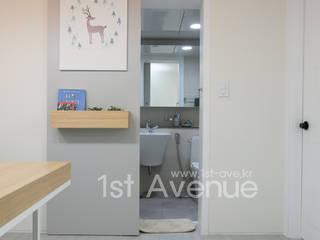 가족들에게 꼭 맞춰진 아이템들로 채워진 새집같은 우리집 리모델링  : 퍼스트애비뉴의  욕실