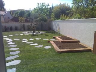 Pas japonnais noir permettant les différentes allées et venues dans le jardin, et vers le potager: Jardin de style  par AEN Paysages