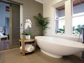Bathroom 3:  Bathroom by JSD Interiors