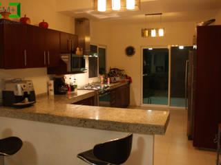 Moderne Küchen von [GM+] Arquitectos Modern