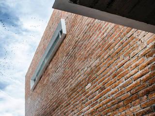 CASA LC / COLECTIVO DNS:  de estilo  por Oscar Hernández - Fotografía de Arquitectura