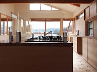 「人も空気も回遊する」一色のソーラーハウス オリジナルデザインの キッチン の アーキラボ 一級建築士事務所 オリジナル