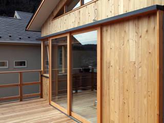 「人も空気も回遊する」一色のソーラーハウス オリジナルな 窓&ドア の アーキラボ 一級建築士事務所 オリジナル