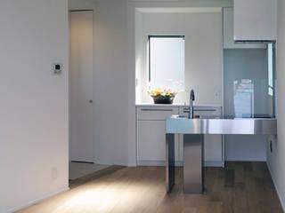 「コンパクトに過ごす場所」秋谷の家 モダンな キッチン の アーキラボ 一級建築士事務所 モダン