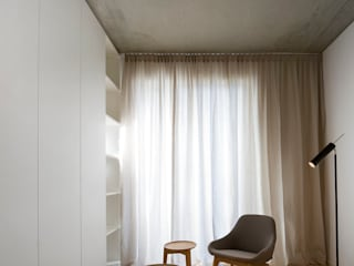 Apartment JT Minimalist dressing room by INpuls interior design & architecture Minimalist