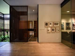 Sen's Photographyたてもの写真工房すえひろ 現代風玄關、走廊與階梯