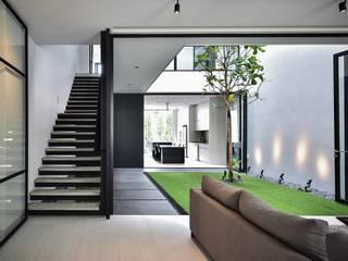 Corridor and hallway by Sen's Photographyたてもの写真工房すえひろ, Modern
