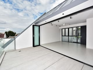 Sen's Photographyたてもの写真工房すえひろ Modern style balcony, porch & terrace