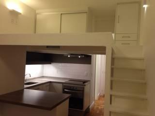 Cozinha em Studio de 29m2 Cozinhas ecléticas por Ronald Ingber Arquitetura Eclético