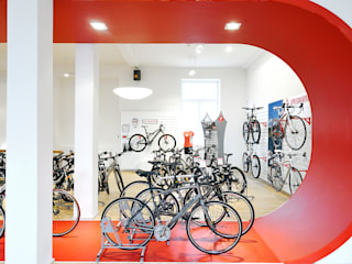 Specialized Store by INpuls interior design & architecture Modern