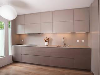 مطبخ تنفيذ sandra marchesi architetto, حداثي