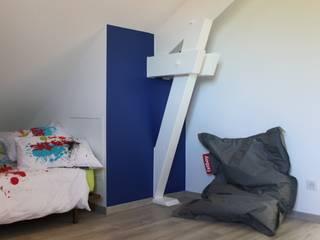 Rénovation d'une villa Chambre d'enfant moderne par AMNIOS Moderne
