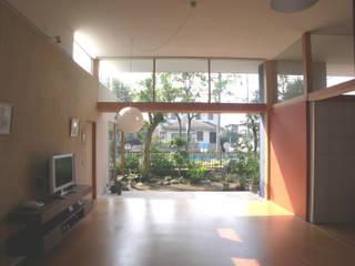 松本剛建築研究室 Living room Solid Wood Beige