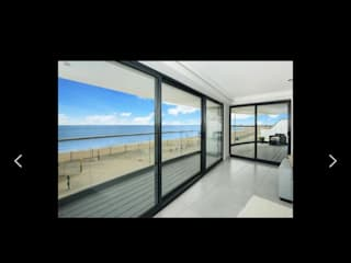 Light and spacious apartment Balcones y terrazas de estilo minimalista de THE FRESH INTERIOR COMPANY Minimalista
