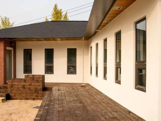 노부부를 위한 소형주택 <천안 해질녘 평상집>: 건축사사무소 재귀당의  주택