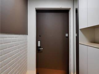 Pasillos, vestíbulos y escaleras de estilo moderno de JMdesign Moderno