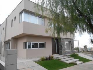 CASA DALVIAN LOS PUQUIOS Casas modernas: Ideas, imágenes y decoración de MABEL ABASOLO ARQUITECTURA Moderno