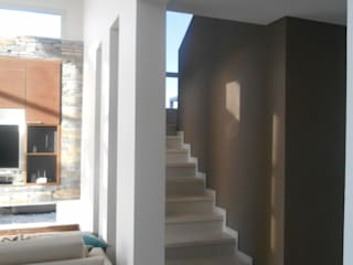 Modern Corridor, Hallway and Staircase by MABEL ABASOLO ARQUITECTURA Modern