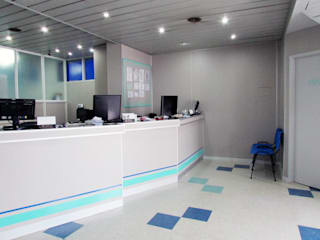 Laboratorio | CLÍNICA PUEYRREDON Clínicas y consultorios médicos de estilo moderno de G7 Grupo Creativo Moderno