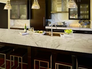 Metropolitan Loft:  Kitchen by Andrea Schumacher Interiors