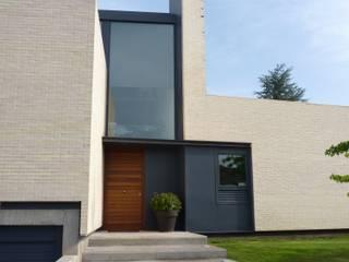 ENTRADA PRINCIPAL A VIVIENDA UNIFAMILIAR: Casas de estilo escandinavo de asieracuriola arquitectura