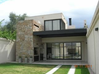 QUINCHO FAMILIAR: Casas de estilo  por MABEL ABASOLO ARQUITECTURA,